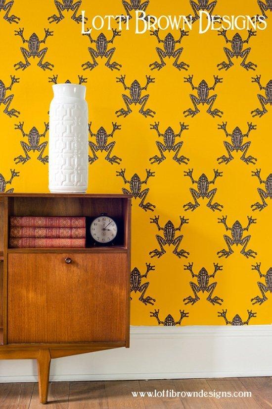 lotti_brown_designer_wallpaper_yellow_frogs_bold